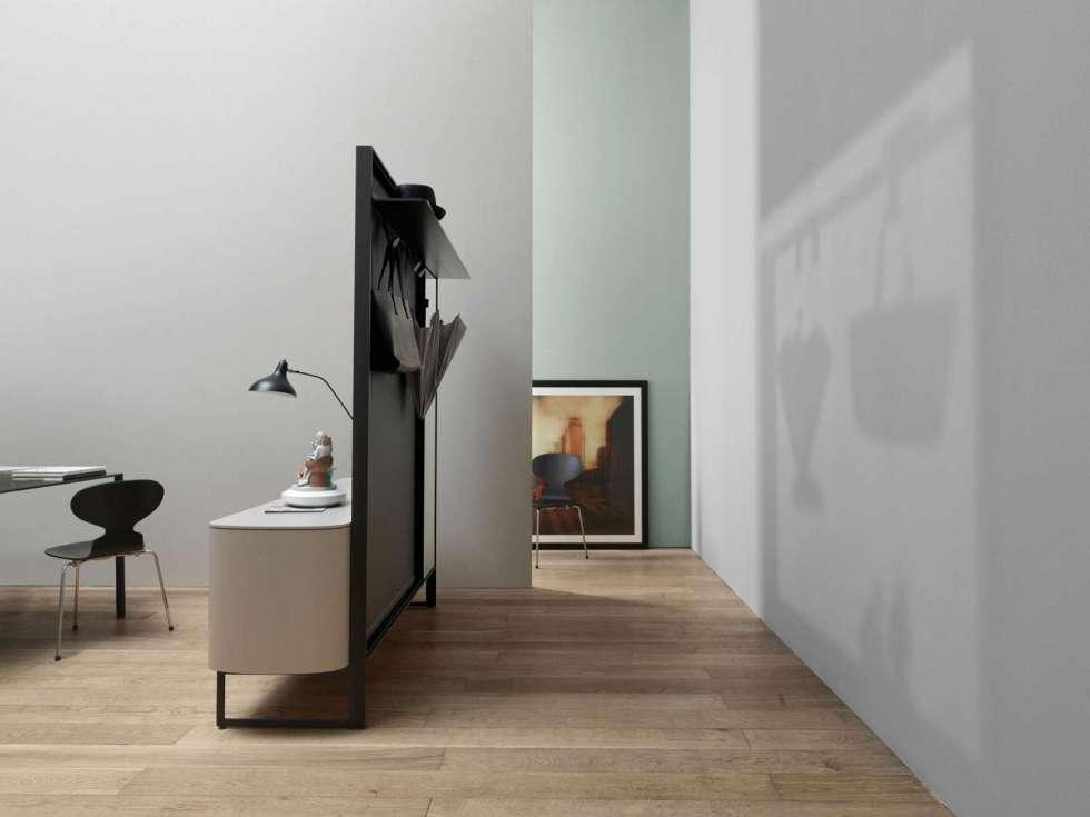 Flexibel: Der italienische Hersteller Caccaro hat diese hybride Möbelserie entwickelt, die auf der einen Seite Sideboard, auf der anderen Seite Garderobe ist. Foto: www.caccaro.com